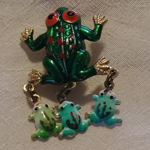 Little Froggy Brooch with Babies